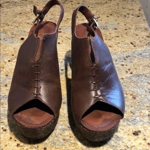 Women's Brown Crown Vintage Wedge Shoes Size 7